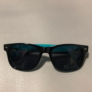 Accessories - Two tone sunglasses w/ Jafra case